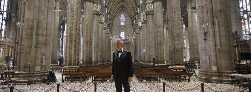 Andrea Bocelli: Συγκλονιστική ερμηνεία στο έρημο Duomo του Μιλάνου